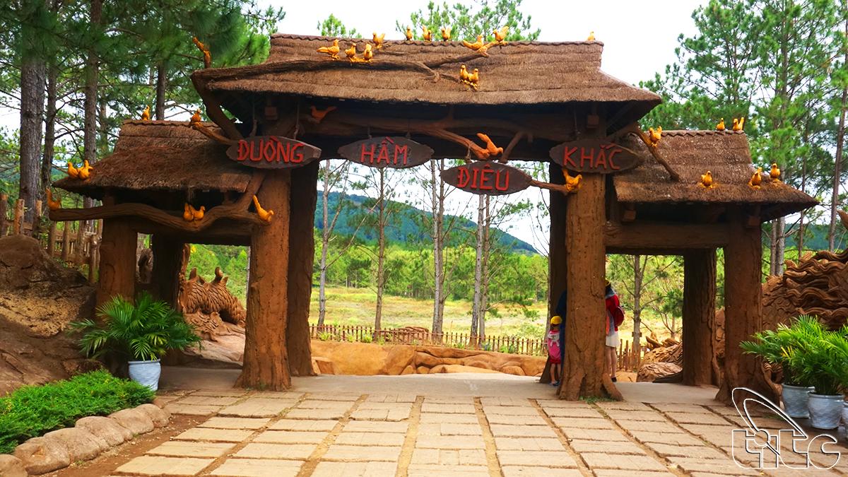 Đường hầm điêu khắc ở Đà Lạt (Ảnh: Nguyên Thu)