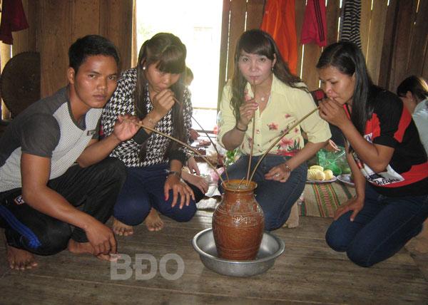 Rượu cần Bana ở Tây Sơn (Bình Định)
