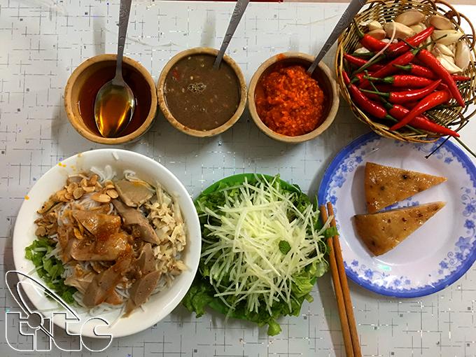 Bún mắm nêm – món ngon đặc trưng miền Trung