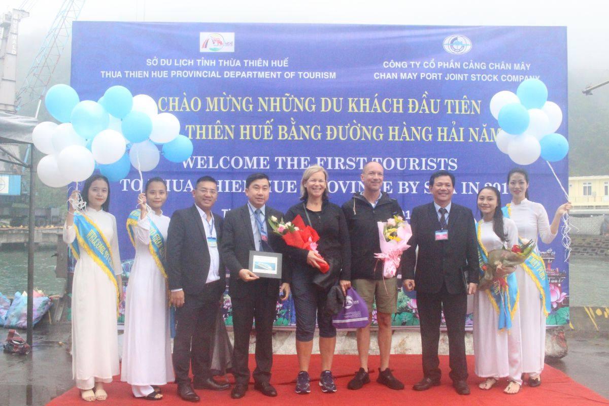 Lễ đón đoàn khách quốc tế đầu tiên đến Thừa Thiên Huế bằng đường biển