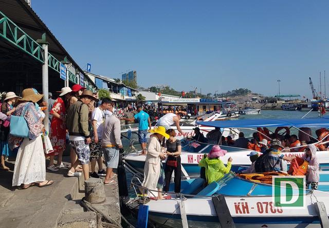 Nâng cao chất lượng phục vụ khách du lịch vịnh Nha Trang, Khánh Hòa