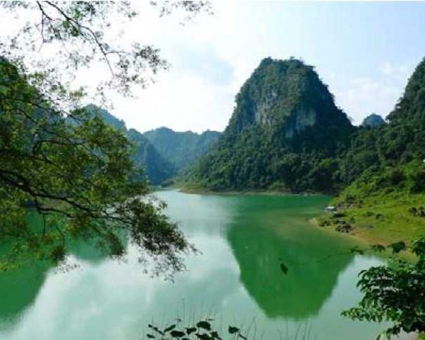 Quần thể khu du lịch sinh thái Hồ Thang Hen – Cao Bằng