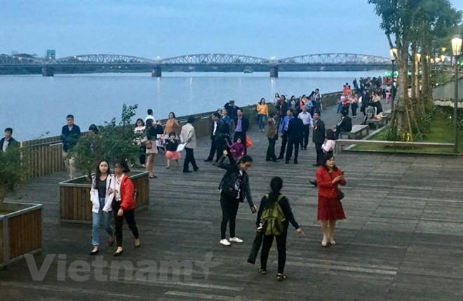 Thừa Thiên Huế: Đưa vào hoạt động tuyến đường đi bộ lát gỗ lim ven sông Hương