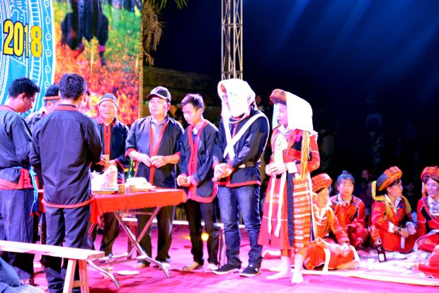 Nét đẹp truyền thống trong đám cưới của dân tộc Pà Thẻn