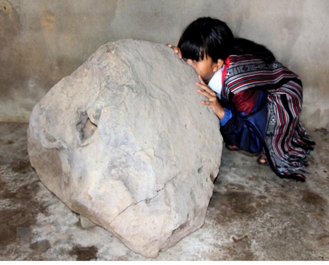 Quảng Ngãi phát hiện Tù Và bằng đá độc, lạ trên thảo nguyên Bùi Hui