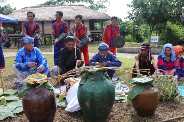 Nét văn hóa rượu cần của đồng bào Raglai (Ninh Thuận)
