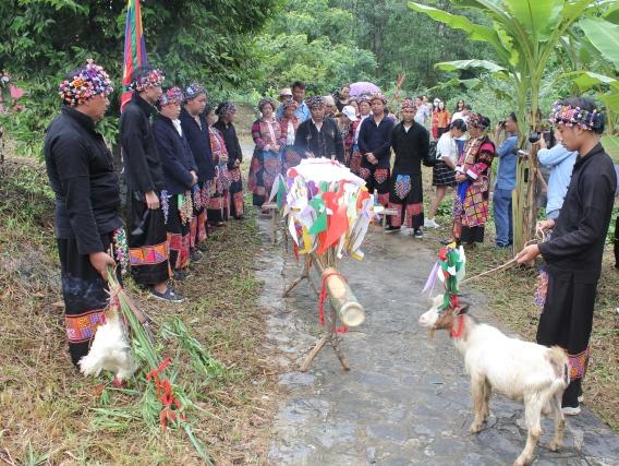 Đặc sắc lễ rửa làng của dân tộc Lô Lô