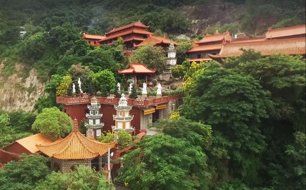 Vãn cảnh Chùa Hang – Nơi du khách không thể bỏ qua khi đến Châu Đốc (An Giang)
