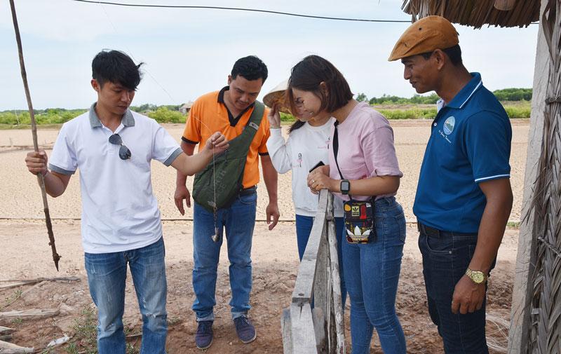 Đoàn hướng dẫn viên du lịch TP. Hồ Chí Minh trải nghiệm du lịch tại Bến Tre