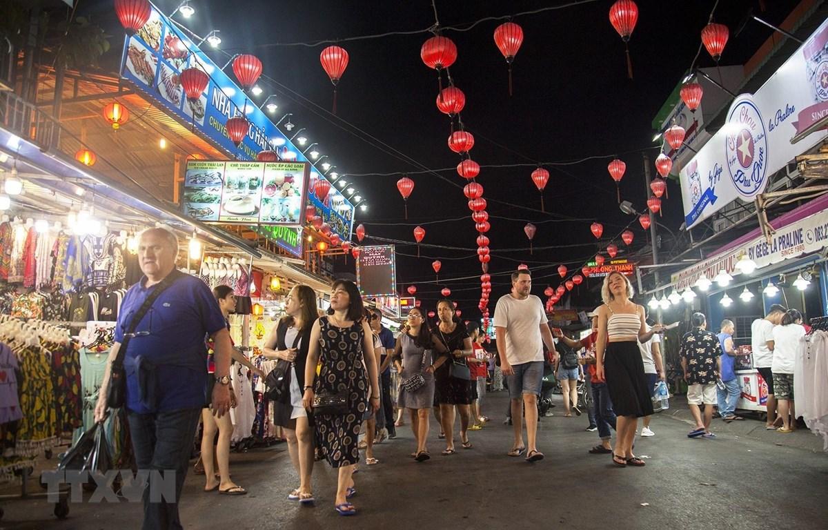 Việt Nam đón lượng khách quốc tế cao kỷ lục trong tháng 10