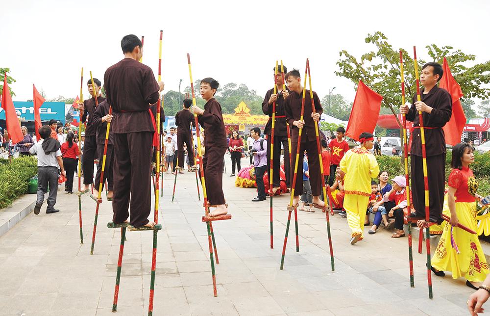 Nét đẹp văn hóa của trò chơi dân gian trong Lễ hội Đền Hùng