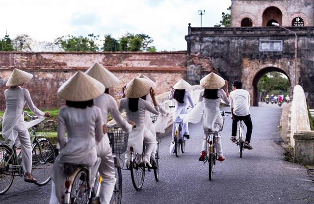 Thừa Thiên Huế đưa xe đạp thông minh phục vụ khách du lịch dạo chơi