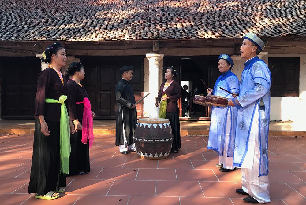 Độc đáo hát Trống quân làng Hữu Bổ  - Phú Thọ
