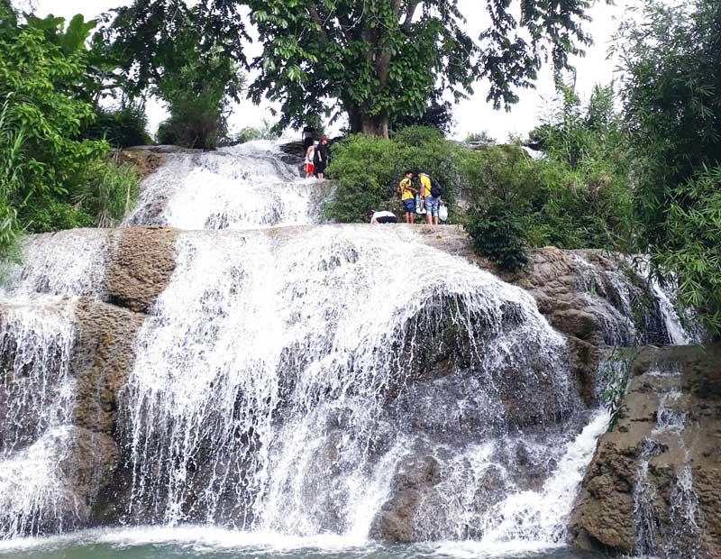 Thác Trăng (Hòa Bình) - Thắng cảnh hoang sơ ngày càng thu hút khách