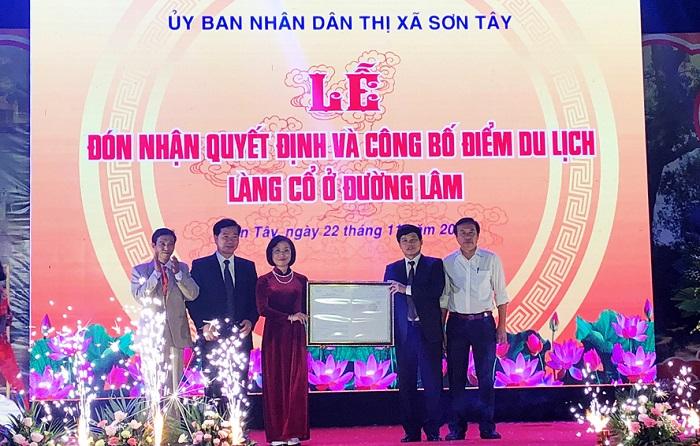 Trao Quyết định công nhận Điểm du lịch Làng cổ Đường Lâm