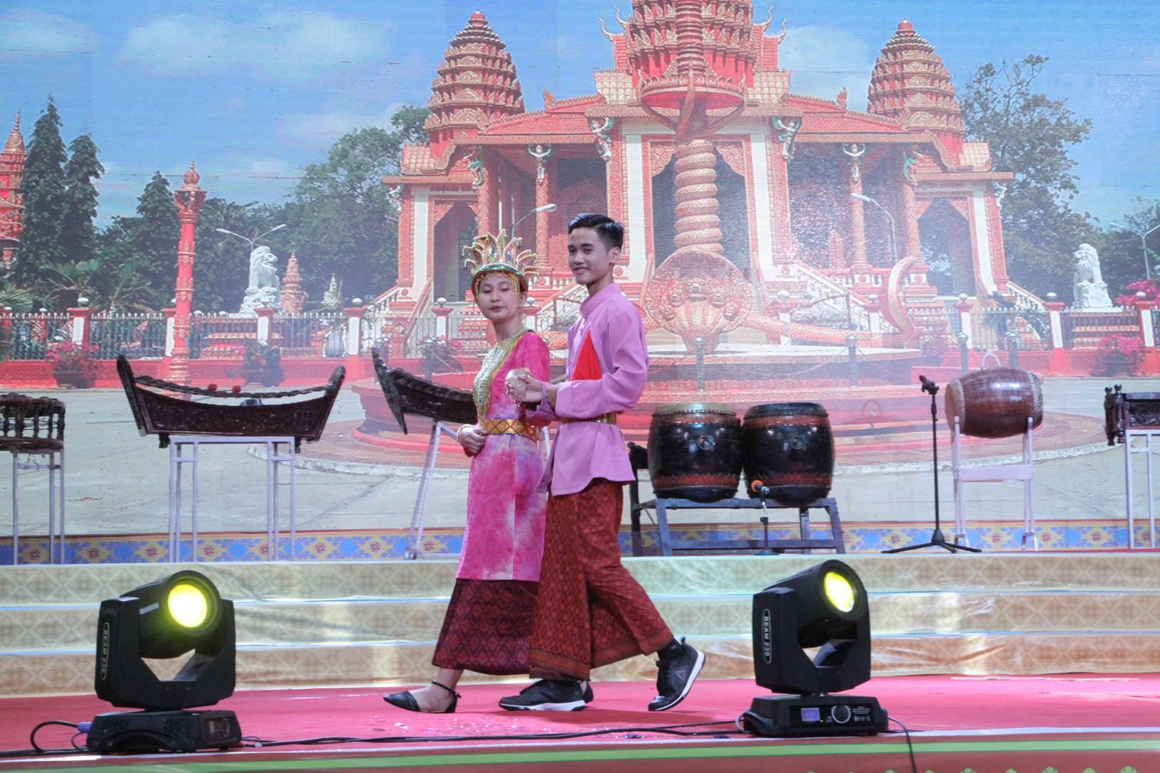 Sóc Trăng tổ chức hội diễn nghệ thuật quần chúng và trình diễn trang phục dân tộc Khmer