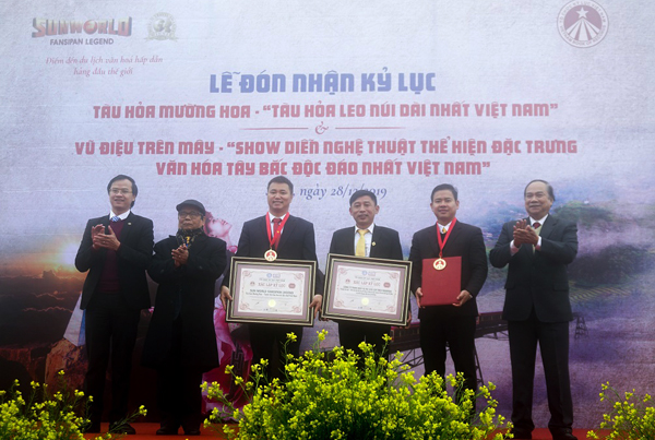 2 kỷ lục Việt Nam được xác lập trong ngày Sa Pa nhận quyết định lên thị xã