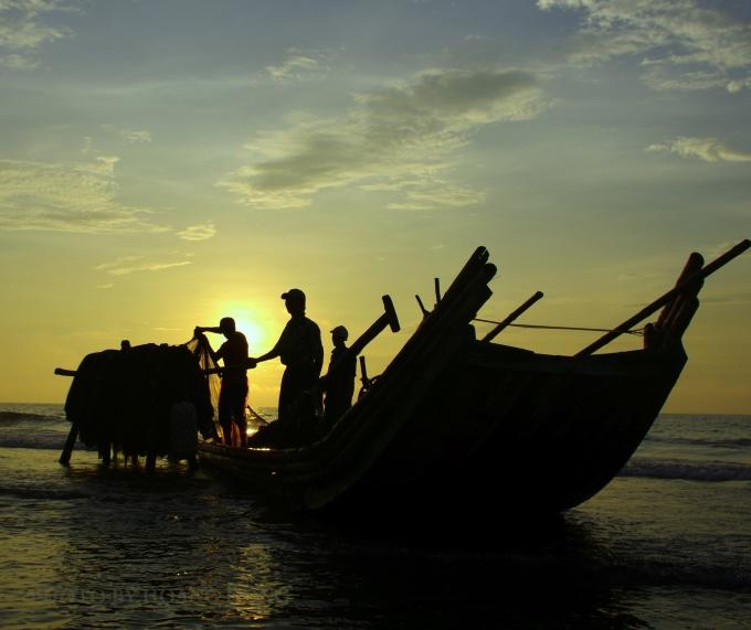 Bình minh trên biển Quảng Nham (Thanh Hóa)