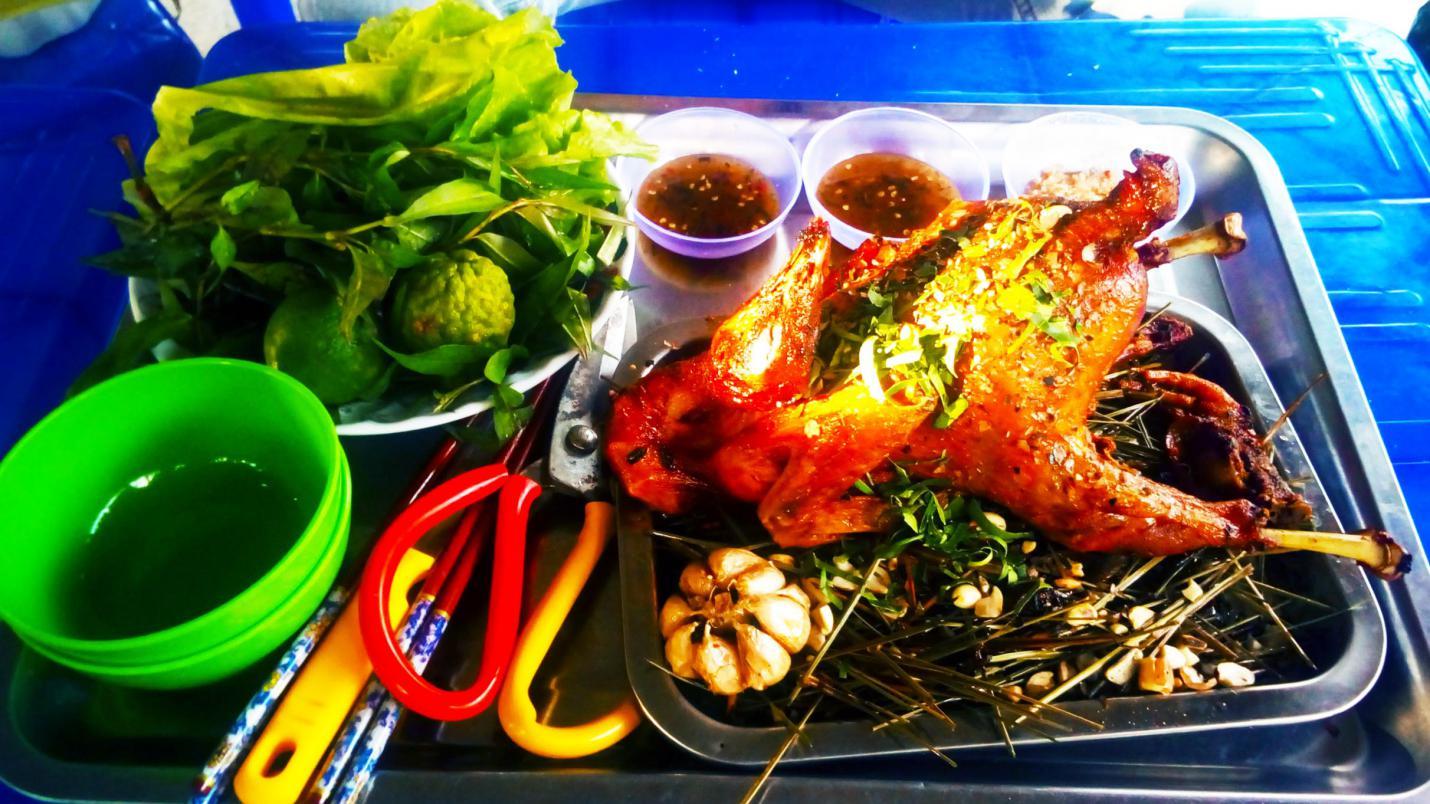 Về Tri Tôn - An Giang thưởng thức hương vị gà đốt Ô Thum