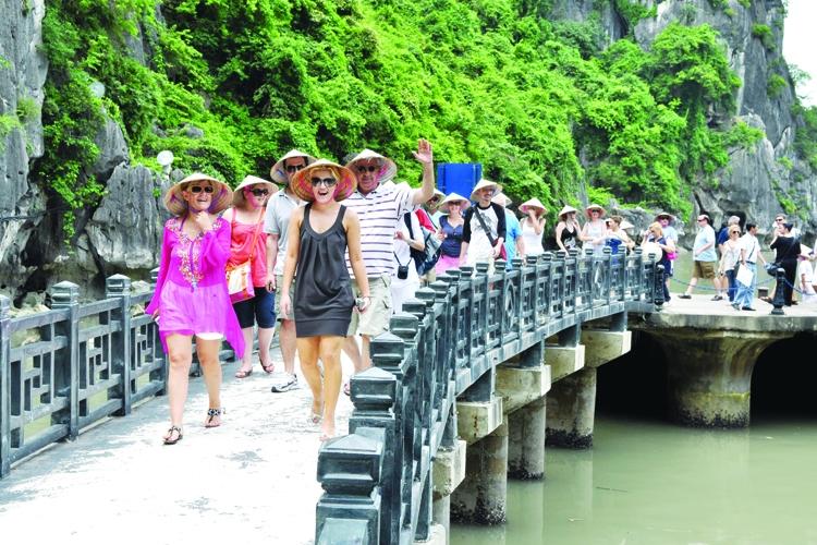 Du lịch Việt Nam đạt mốc kỷ lục: Đón 1,8 triệu lượt khách quốc tế trong tháng 11