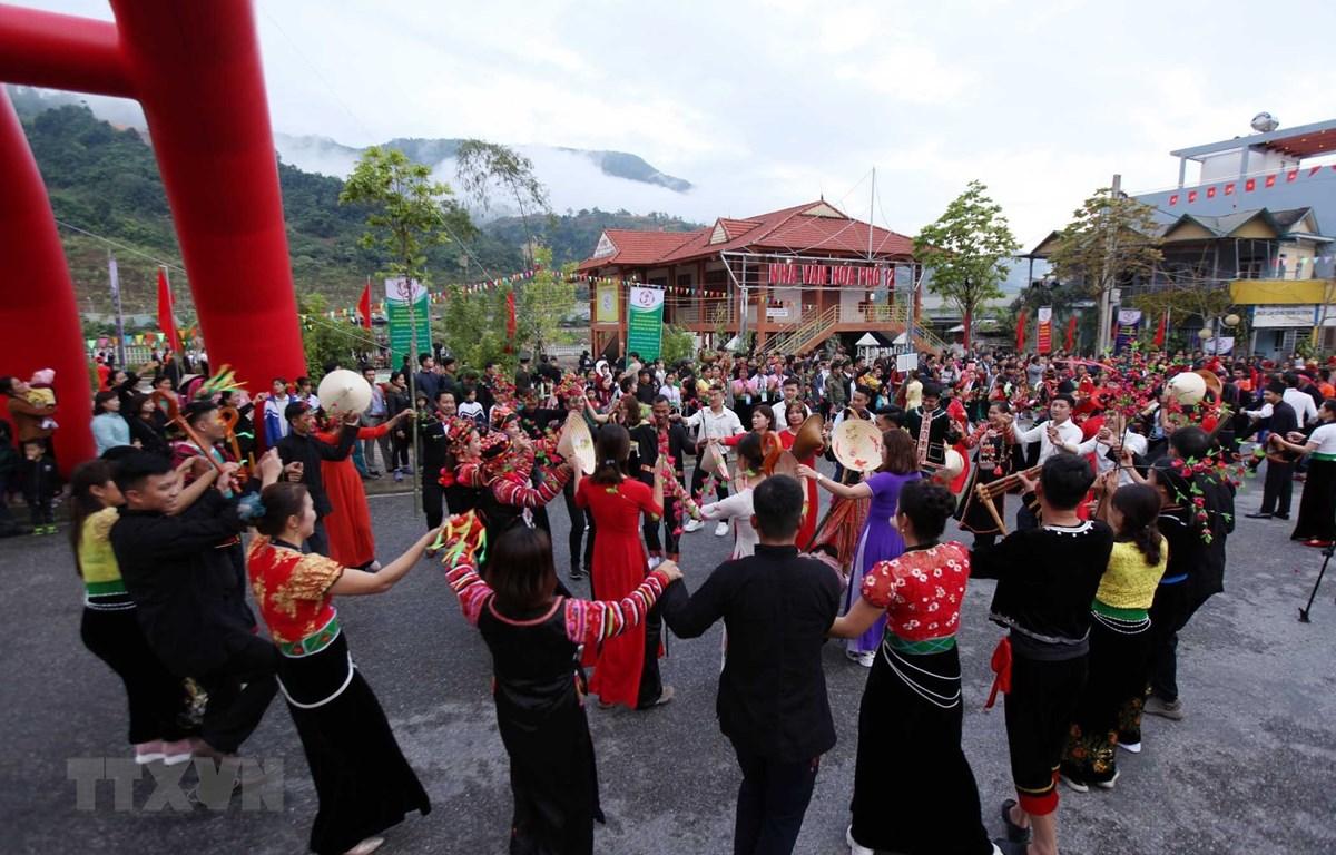Lễ hội Ném còn ba nước Việt-Lào-Trung: Sắc màu hữu nghị