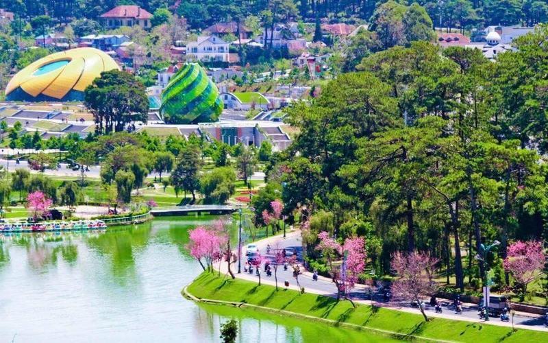 Quảng trường Lâm Viên – Trái tim của Đà Lạt - www.dulichvn.org.vn