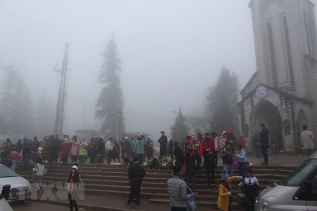 """Lễ hội mùa Đông """"Thiên đường tuyết rơi"""" hút khách đến Sa Pa"""