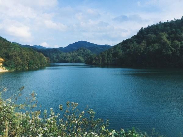 Chiêm ngưỡng vẻ đẹp thơ mộng của hồ Bản Viết – Cao Bằng