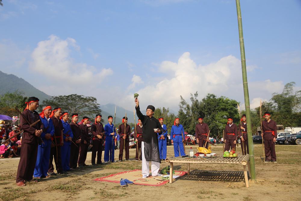 Lễ hội mở cửa rừng của dân tộc Mường huyện Yên Lập (Phú Thọ)