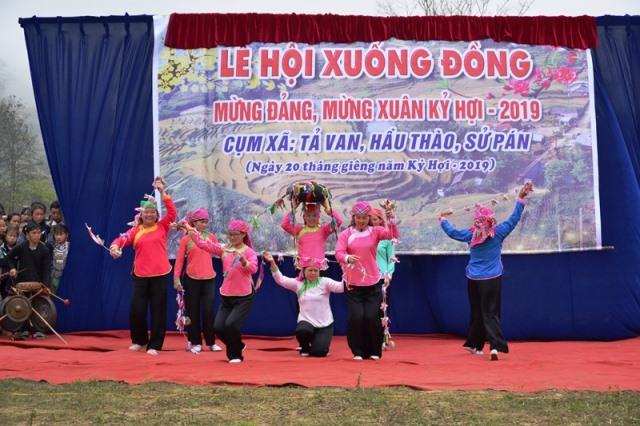 """Khai hội """"Roóng Poọc"""" phát triển du lịch cộng đồng người Giáy ở Sa Pa"""