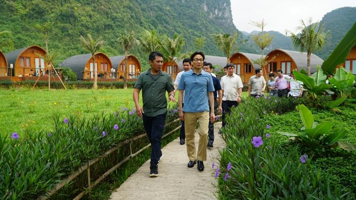 Phó Thủ tướng Vũ Đức Đam khảo sát các mô hình du lịch cộng đồng tại Phong Nha-Kẻ Bàng