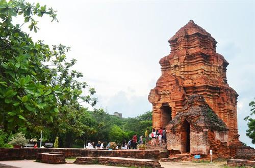 Miễn phí cho học sinh đến tham quan Di tích kiến trúc nghệ thuật tháp Pô Sah Inư (Bình Thuận)