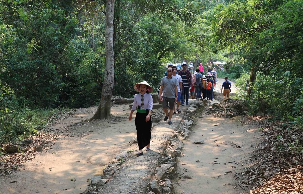 Các điểm di tích Chiến trường Điện Biên Phủ hút khách tham quan