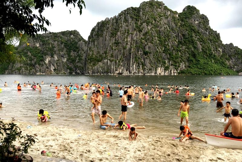 Cẩm Phả (Quảng Ninh) khai thác du lịch gắn với bảo vệ môi trường