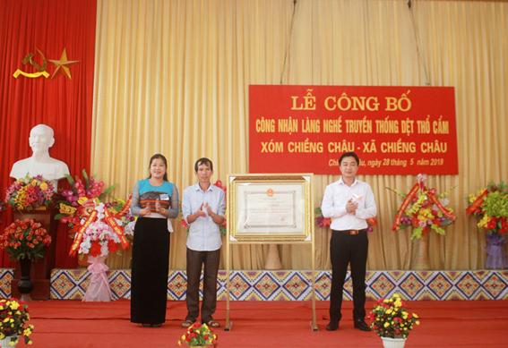 Công nhận làng nghề truyền thống dệt thổ cẩm xóm Chiềng Châu