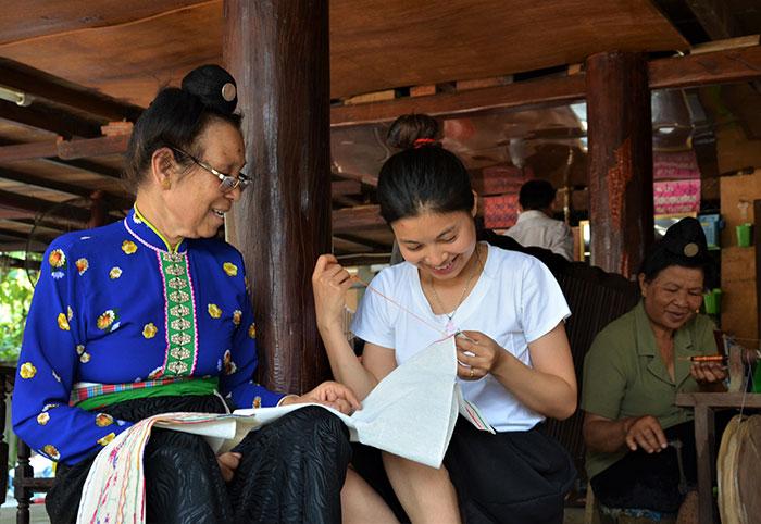 Điện Biên: Khôi phục nghề thêu, dệt thổ cẩm