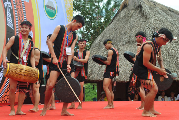 Độc đáo nhạc cụ truyền thống của người Triêng ở Quảng Nam