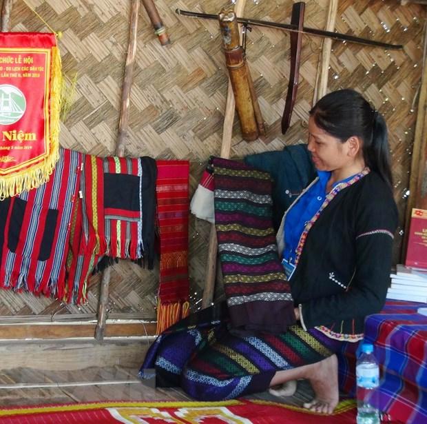 Hồi sinh nghề dệt thổ cẩm truyền thống của đồng bào Pa Cô-Vân Kiều (Quảng Trị)