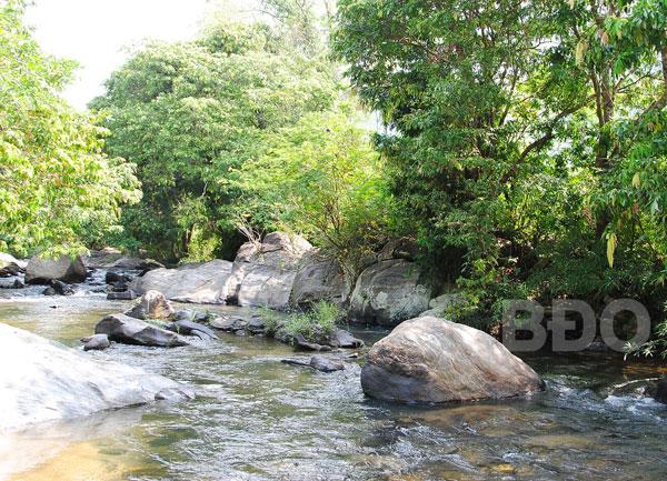 Kỳ thú suối Tà Má - Tà Hom ở Bình Định