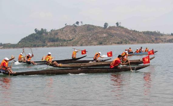 Lễ hội đua thuyền độc mộc trên dòng sông Pô Cô – Gia Lai