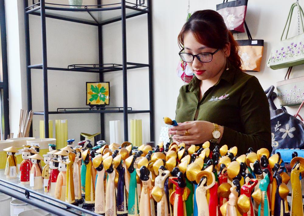 Đặc sắc quà lưu niệm từ gốm ở Đông Triều