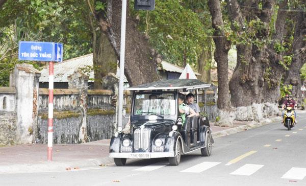 Bà Rịa - Vũng Tàu: Xe chở khách du lịch tạo điểm nhấn