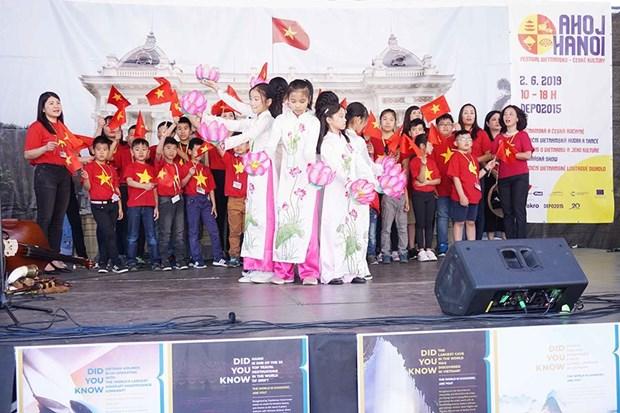 """""""Ahoj Ha Noi"""": Lễ hội văn hóa gắn kết cộng đồng Việt - Séc"""