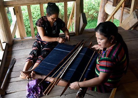 Lưu giữ di sản nghề dệt ở vùng cao xứ Quảng