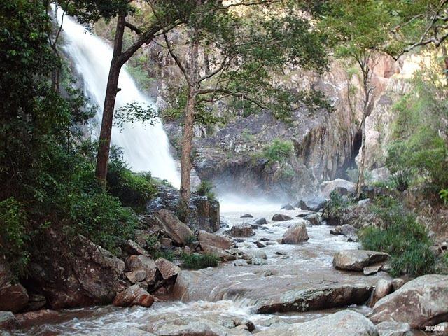 Gần 2.000 lượt khách tham quan thác Tà Gụ (Khánh Hòa)