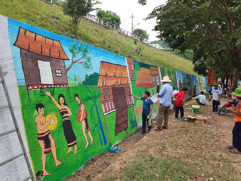Con đường bích họa ở Nam Trà My, Quảng Nam