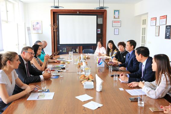 Xúc tiến hợp tác du lịch giữa Đà Nẵng với Cộng hòa Séc, Cộng hòa Áo