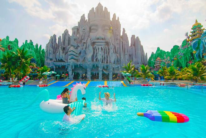 Tận hưởng ngày hè bất tận tại Suối Tiên