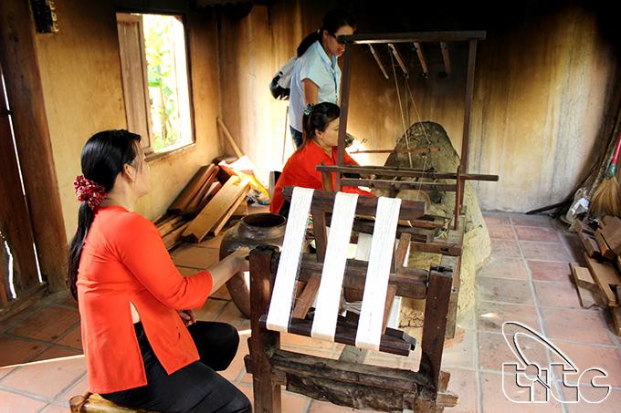 Nhiều quốc gia tham dự Festival Văn hóa tơ lụa, thổ cẩm tại Hội An