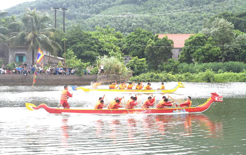 Lễ hội đình Cẩm Hải và tinh thần vượt khó của người dân làng chài